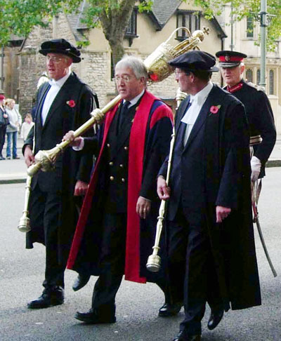 http://www.oxfordhistory.org.uk/images/images_mayors/objects/staves_mace.jpg